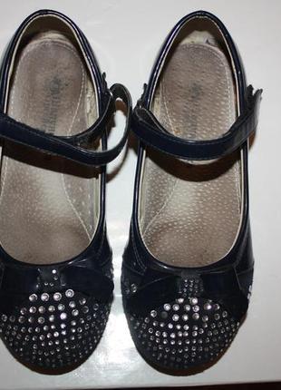 Школьные нарядные лаковые  туфли ф.шалунишка р-31 в очень хоро...