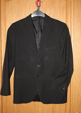 Школьный  пиджак для мальчика р-140 в хорошем состоянии
