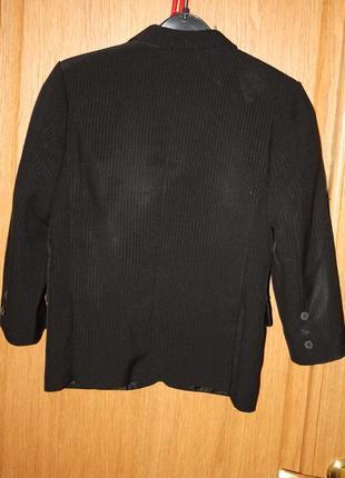 Школьный пиджак для мальчика р-128/134 в хорошем состоянии