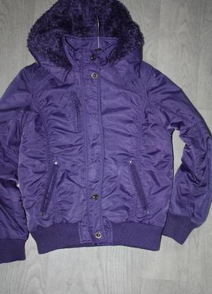 Зимняя теплая курточка с капюшоном в отличном состоянии р-152