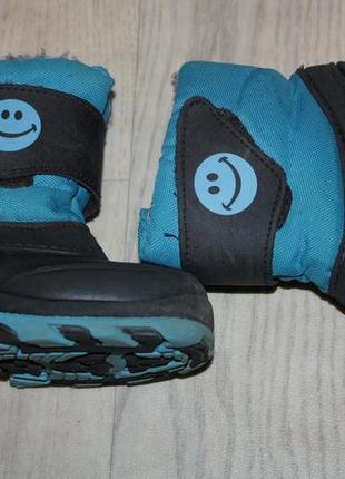 Зимние фирменные  сапожки сноубутсы р-24 в отличном состоянии