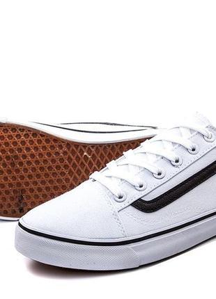 Распродажа!белые кеды кроссовки мокасины.черные полоски!