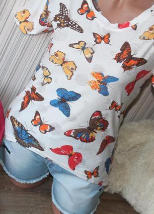 Женская модная футболка с потертостями и принтом бабочка р.44