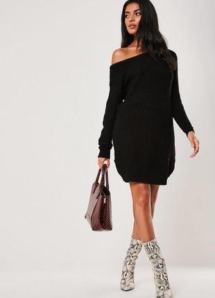 Чёрное вязаное платье свитер с открытыми плечами