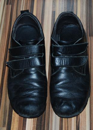 Кожаные туфли для мальчика на липучках