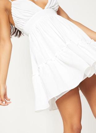Белое летнее платье на бретельках