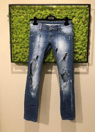 Рваные джинсы d&g