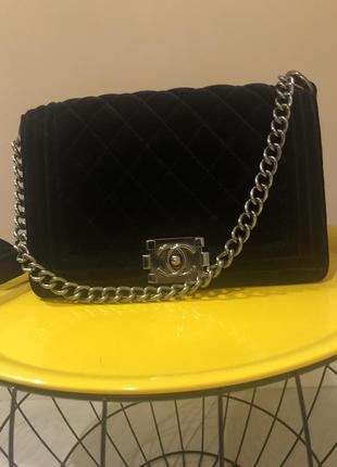 Бархатная сумка в стиле chanel