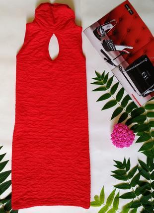Женское мини платье красное с вырезом на грудной клетке