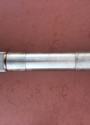 Вал поворотный навески ЮМЗ 6 (шлицевой вал)
