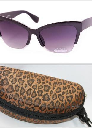 Женские солнцезащитные очки с футляром