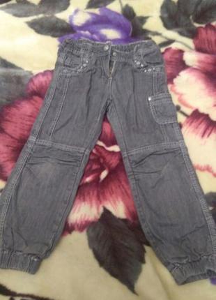 Серые джинсы на девочку на 4-5 лет