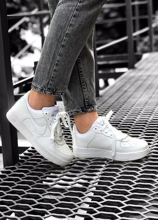 Трендовые женские кроссовки nike air force 1 белые