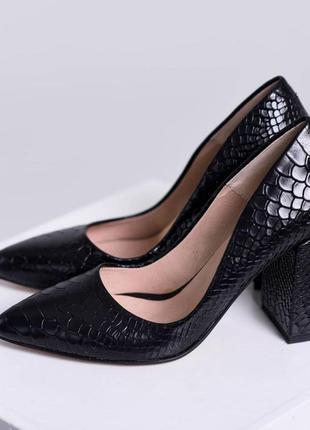 Кожаные туфли лодочки на каблуке под питон натуральная кожа