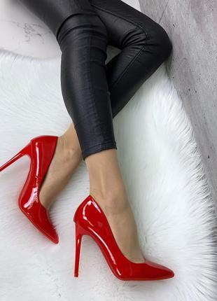 Красные лаковые туфли лодочки на шпильке,красные туфли на высо...