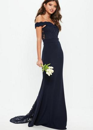 Темно синее вечернее  платье с открытыми плечами и вставками