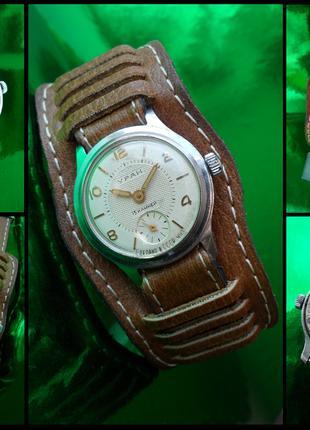 Часы «УРАН_2602» сделано в СССР 1959 г. механика