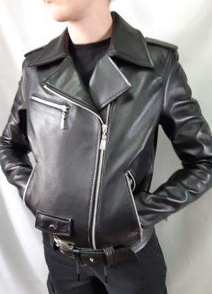 Кожаная женская куртка косуха.