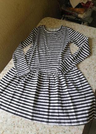 Очень красивое платье h&m 8-10  лет