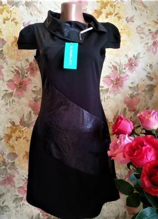 """Черное платье с  """"кожаными""""  вставками, с брошкрой, трикотажное"""