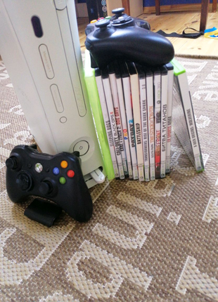 Xbox 360 + 2 джойстика + игры