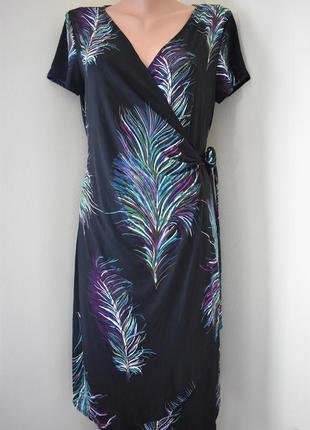 Платье с принтом на запах