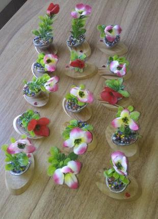 Декоративные искусственные цветы для украшения.