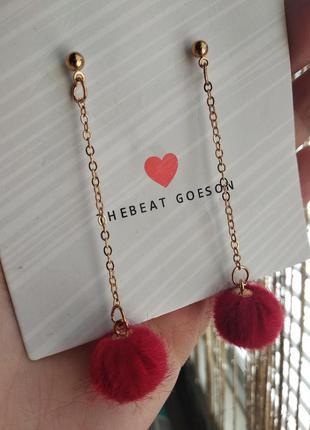 Серьги гвоздики висячие красные с золотистой цепочкой сережки