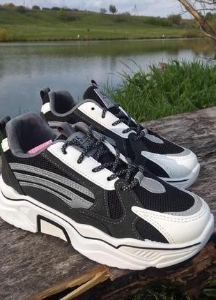 Стильные кроссовки для подростка. размеры 37-40.