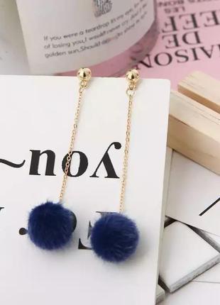 Серьги гвоздики висячие синие на золотистой цепочке сережки
