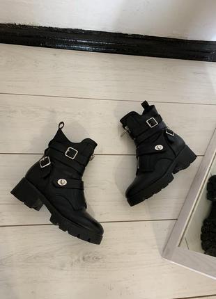 Чёрные зимние ботинки