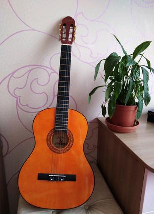 Новая классическая гитара с учебными струнами