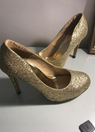 Золотые золотистые туфли лодочки блестящие