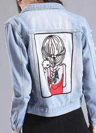 Джинсовая куртка женская с аппликацией на спине
