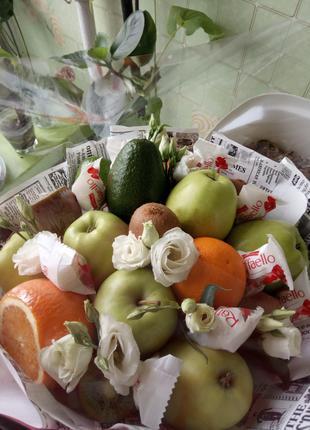 Съедобные букеты , фруктовый ,  женский букет ,подарочные наборы.