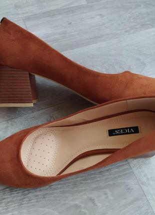 Туфли женские, базовые лодочки на устойчивом каблуке