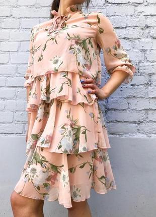 Платье  шифоновое с цветами (персиковое)