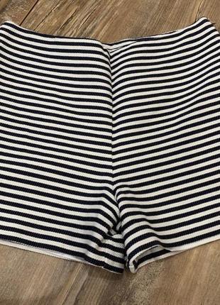 Стильные красивые летние шорты в полоску