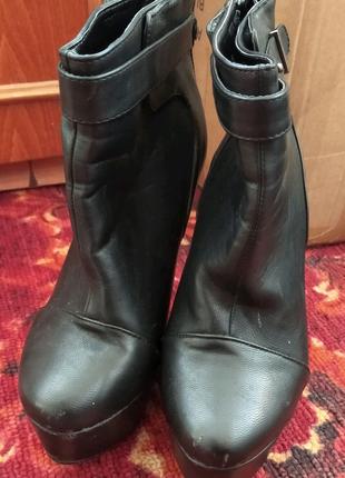 Ботинки со спрятаным каблуком