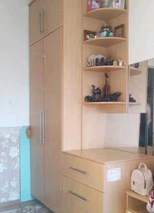 Шкаф, комод, полка + две прикроватные тумбы, письменный(школ)стол