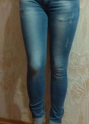 Красивые голубые джинсы pealtia р. 42-44