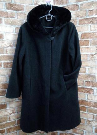 Шерстяное пальто с капюшоном прекрасного качества италия