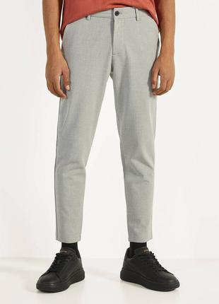 Штаны мужские брюки зауженные bershka костюмные брюки серые ук...