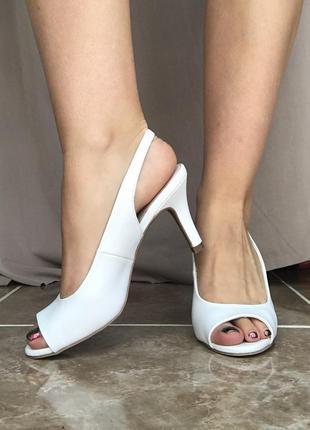 Белые туфли лодочки на каблуке graceland 36 р босоножки шлёпанцы