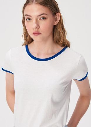 Новая широкая белая футболка sinsay контрастная окантовка синя...