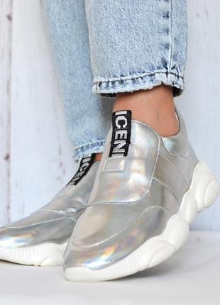Женские кожаные серебряные кроссовки