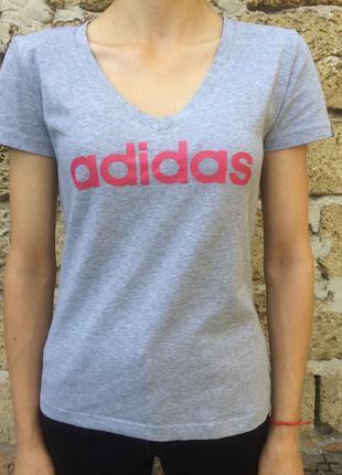 Оригинальная футболка с v-образным вырезом adidas