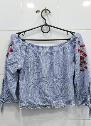 Милая вискозная блуза на плечики с вышивкой