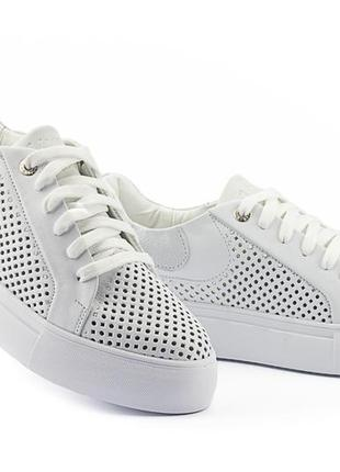 Женские кроссовки кожаные летние белые