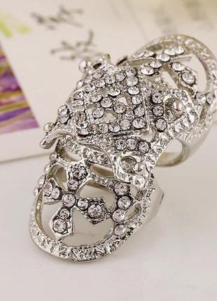 Красивое большое кольцо с камнями, размер регулируется